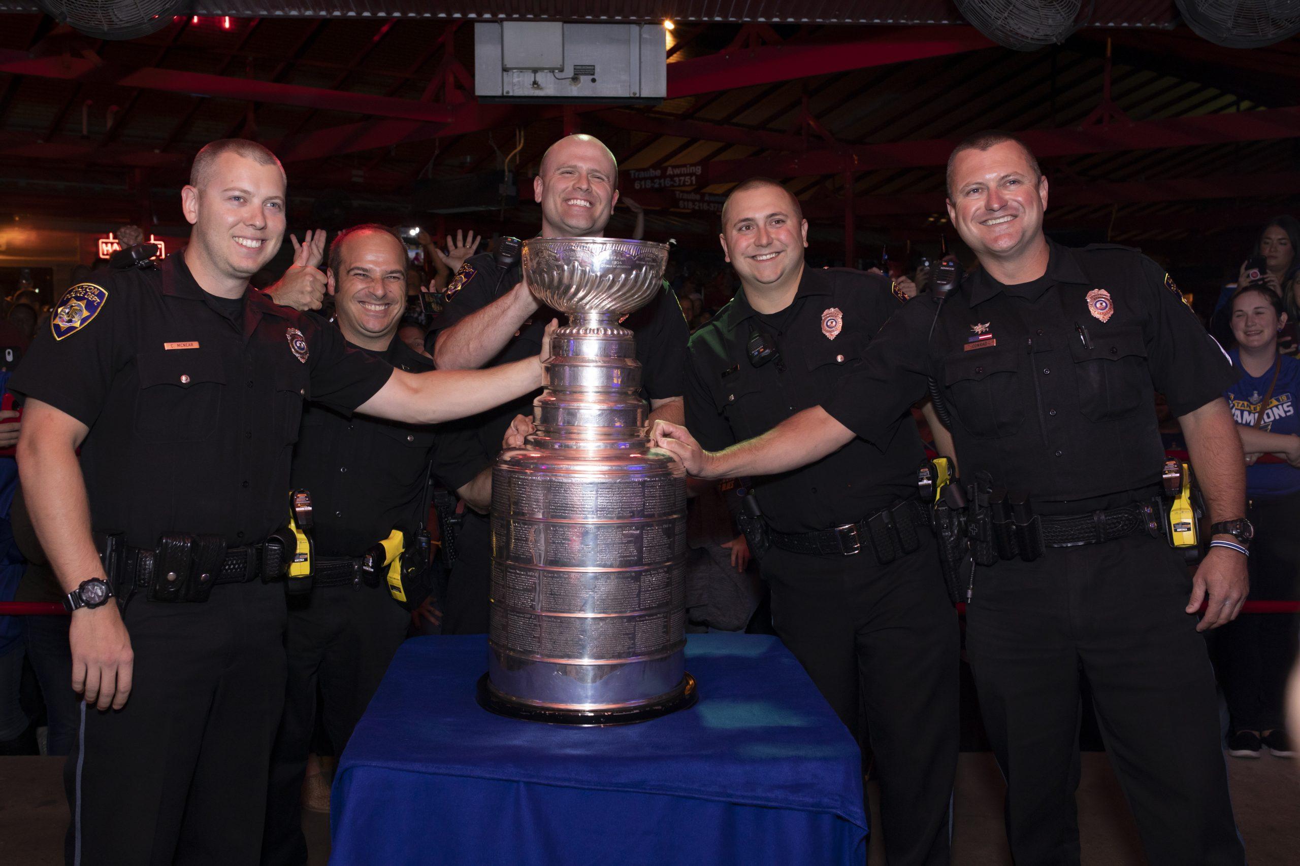 fast-eddies-bon-air-cops-and-stanley-cup