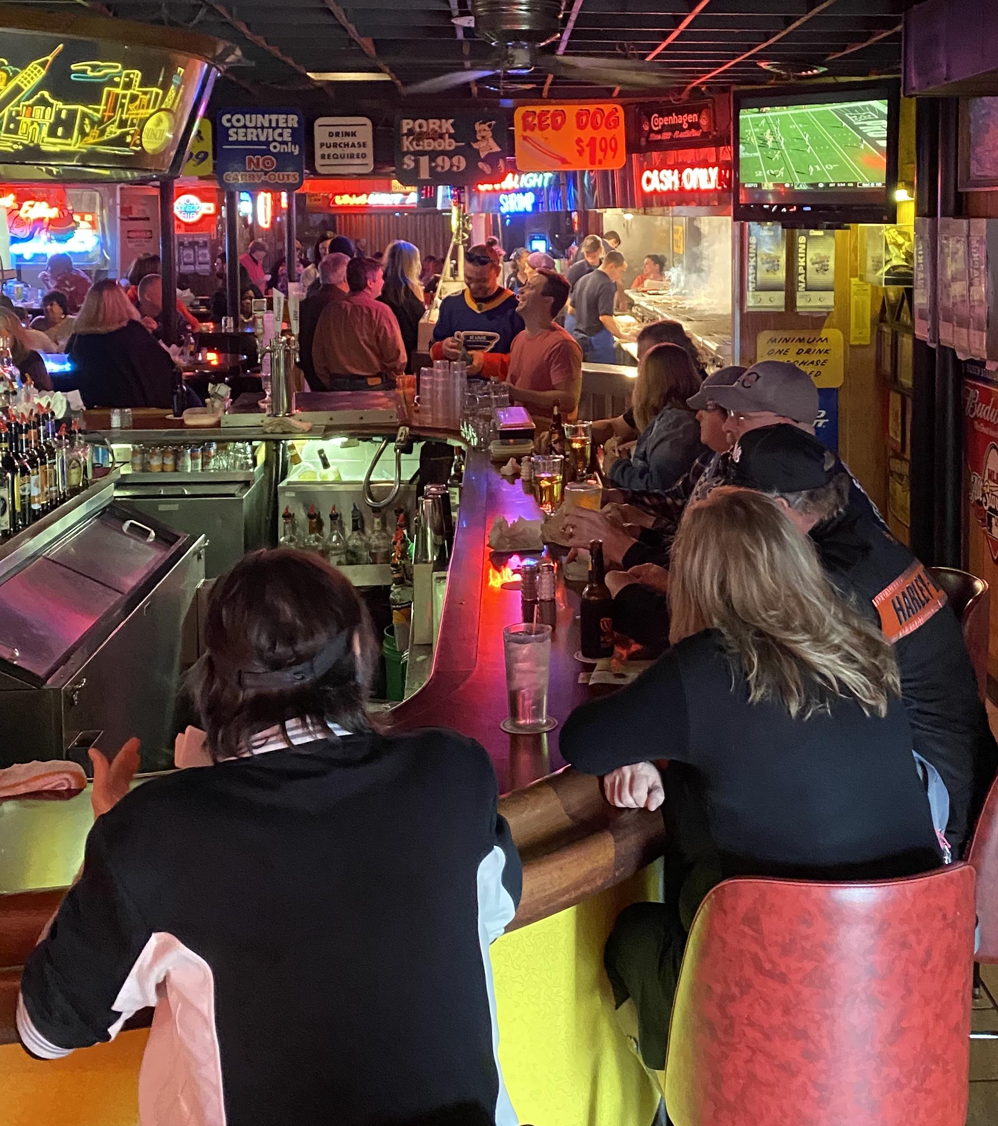fast-eddies-bon-air-inside-bar-people