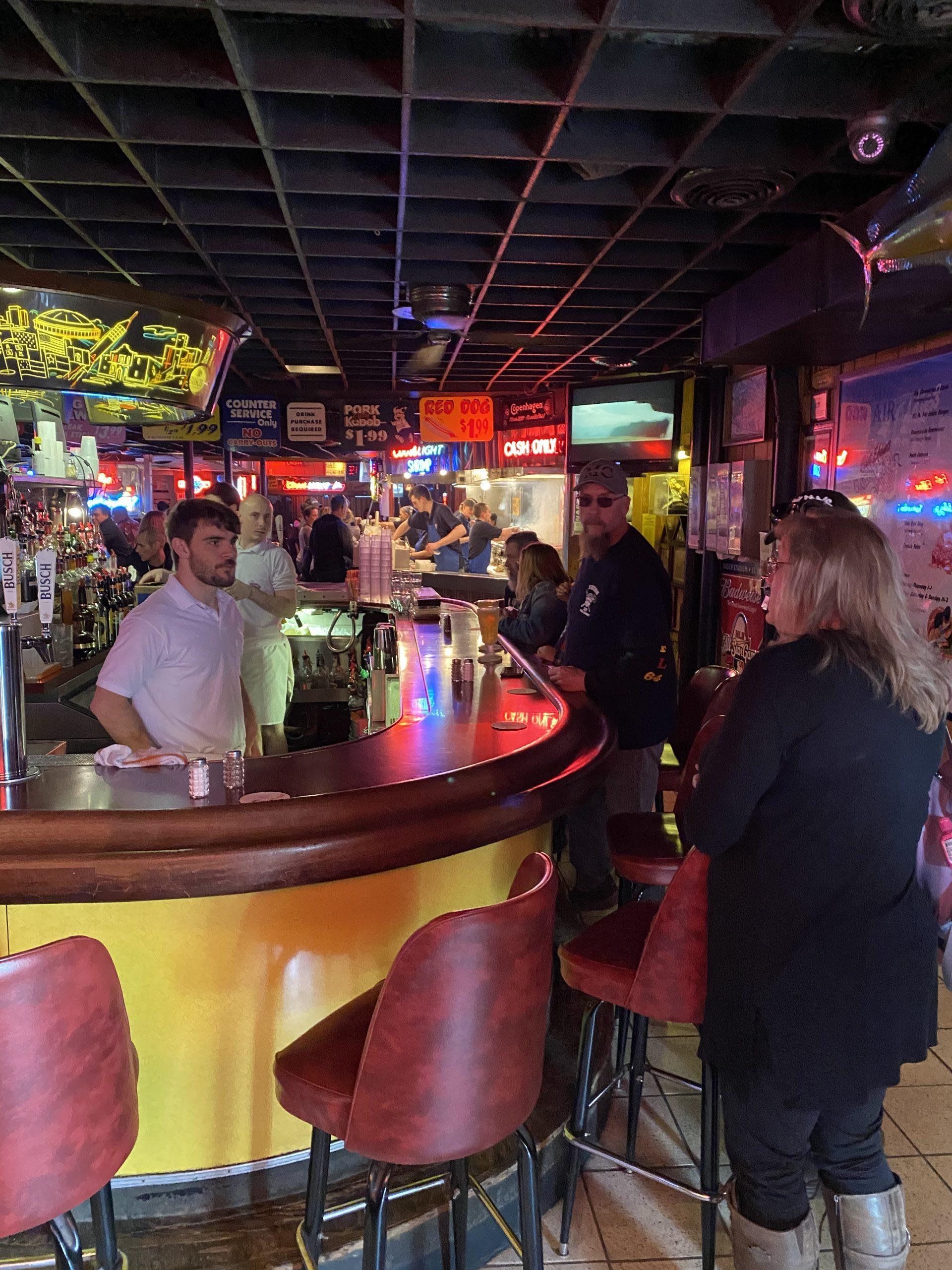 fast-eddies-bon-air-inside-bar