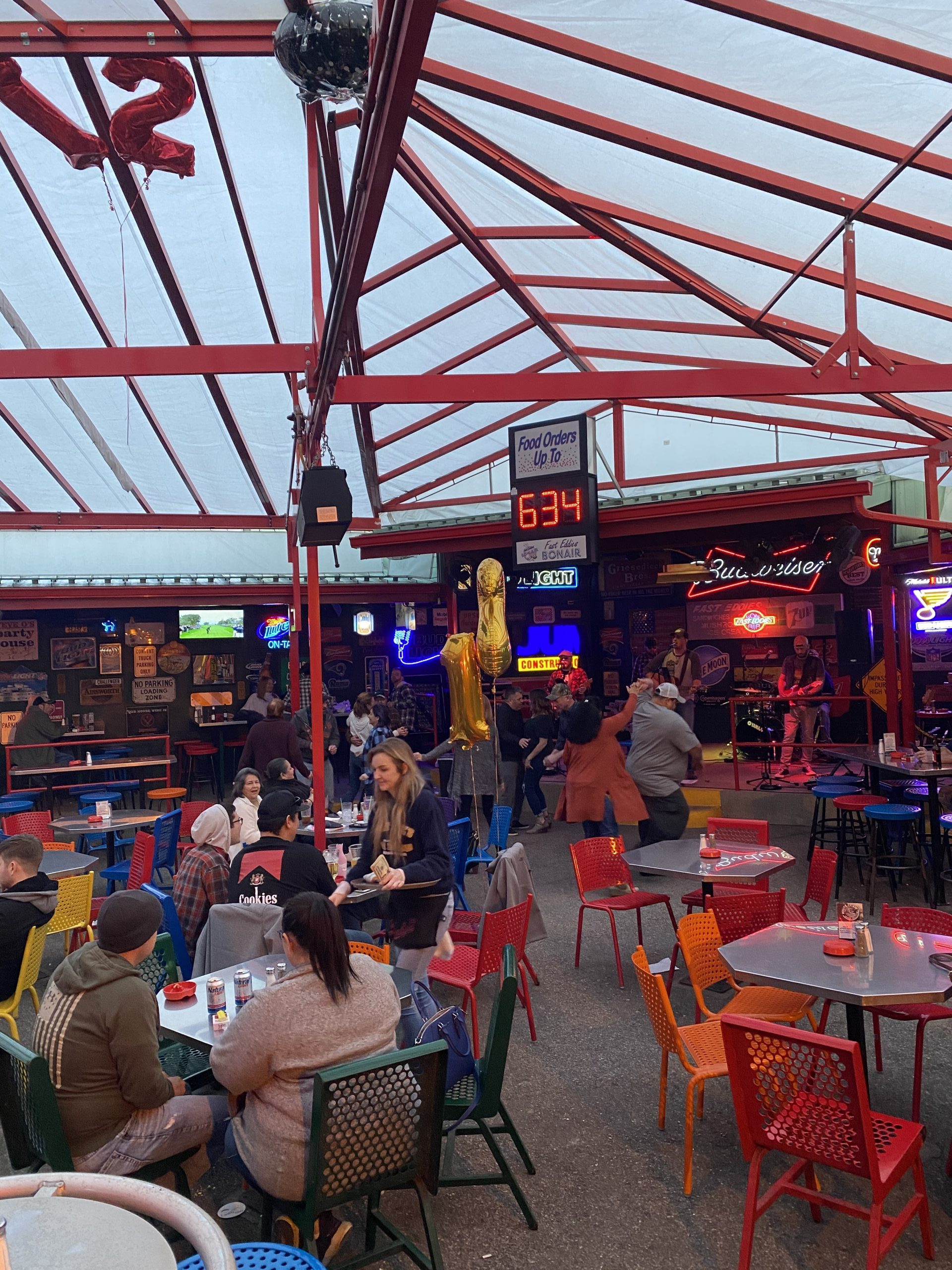 fast-eddies-bon-air-outise-patio