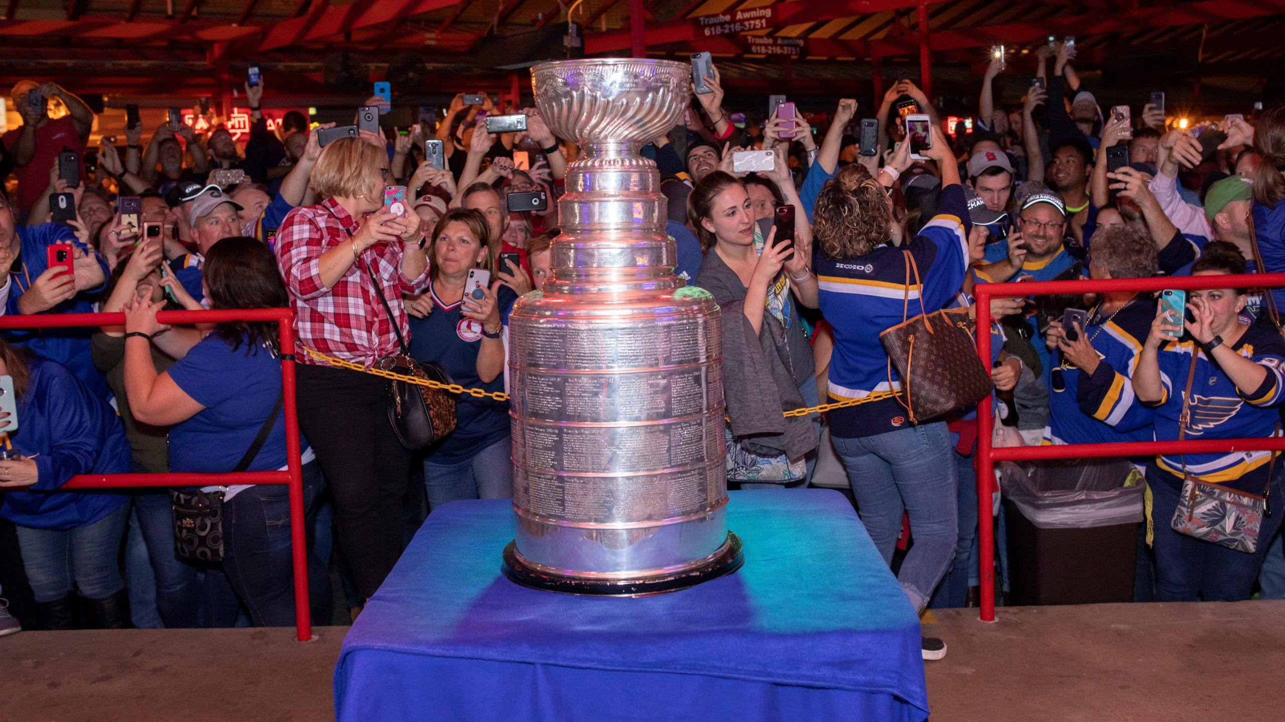 stanley-cup-at-fast-eddies-bon-air-cropped